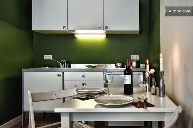frau krüger // café am mauerpark // appartement - Apartment Küche